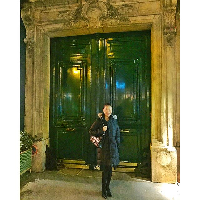 Happy St. Patrick's Day from Paris! I'm a bit obsessed with these grand, ornate doors  #green #architecture #paris #parisjetaime #travelgram #wanderlust #allblackeverything #chanel