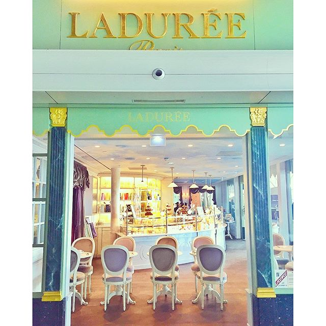 Scenes from a French Airport ... #laduree #parisjetaime #france #dessert #macarons #airportfood #traveltuesday #jetsetting #sweet