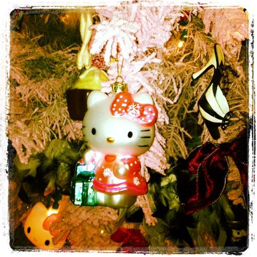 Food-Fashionista-Hello-Kitty-Christmas-Tree
